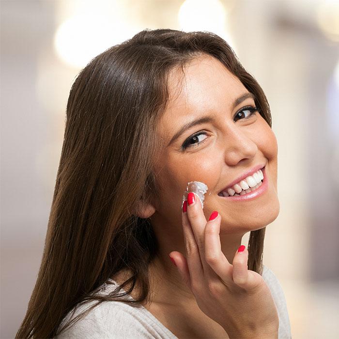Il sonno ti fa bella: perché usare la crema viso da notte